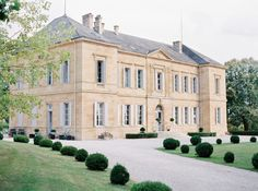 Chateau La Durantie is the ideal place for a romantic wedding. Located in the Dordogne in Southwest France, we can hold weddings for up to 150 guests. French Architecture, Classical Architecture, French Wedding Decor, Elegant Wedding, Fairytale House, Wedding Venue Inspiration, Mansions Homes, Country Estate, Classic House