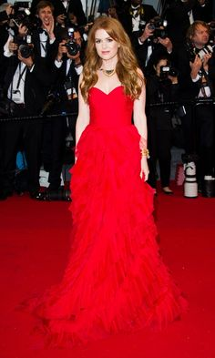 Isla Fisher Does Red Carpet Glamour In Oscar De La Renta At The Cannes Film Festival 2013