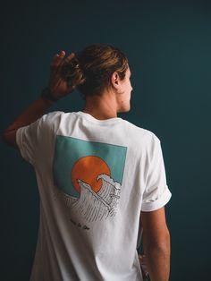 T-shirt born to live , impression vintage Shirt Logo Design, T Shirt Designs, Tee Design, Graphic Shirts, Printed Shirts, Tee Shirts, Aesthetic Shirts, Aesthetic Clothes, Surf Style Men