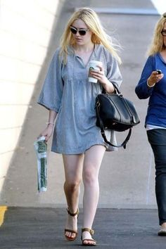 Dakota Fanning Fashion and Style - Dakota Fanning Dress, Clothes, Hairstyle - Page 7 Ellie Fanning, Fanning Sisters, Style Dakota Fanning, Conservative Fashion, Casual Outfits, Fashion Outfits, Good Looking Women, Cute Girl Photo, Blouse Dress