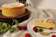 .. zart wie ein kleines Wölkchen zergeht diese Torte auf der Zunge. ♥  Cheesecakes sind weltweit bekannt und beliebt. Wie könnten sie auch nicht? Ich liebe die Kombination aus Butterkeks und cremig, luftiger Topfenmasse. Cheesecake, Desserts, Food, Biscuits, Pies, Kuchen, Sheet Pan, Proper Tasty, Tailgate Desserts