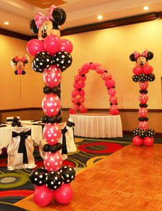 balloon columns for a Minnie Mouse themed party: #MinnieMouse #balloons #ballooncolumns #birthday #girls #party #decorations #pink #black #white