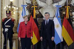 La Canciller alemana Angela Merkel junto a con Mauricio Macri.  Tras el encuentro con el Presidente en la Rosada, almorzará en el Salón de los Científicos Argentinos. Por la tarde, brindarán una conferencia de prensa conjunta en el Salón Blanco y se...