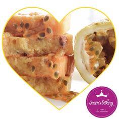 Fiquei sabendo que hoje é o dia do coração  Nada melhor que um brownie da fruta da paixão pra comemorar, né? Encomendas  (47) 9618-2848 Chef Gaby Antezana #SemGlúten #ComAmor #BalneárioCamboriú #QueensBakeryBC