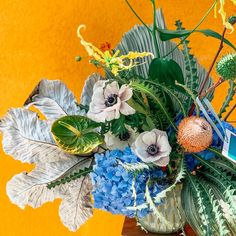 How could you not fall in love with this arrangement by ✨ hydrangeas gone wild ✨ Hydrangeas, Flower Bouquets, Flowers, Still Life, Bloom, Canvas, Fall, Garden, Floral