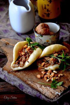 CHEZ SILVIA: Gua Bao {Comida callejera de Taiwan} Gua Bao, Gourmet Recipes, Asian Recipes, Snack Recipes, World Street Food, Bao Buns, Tacos, Steamed Buns, Food Photography Tips