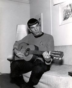 plays the guitar.spock playing the guitar like a teen in his bedroom , this has got to go on a scifi, star trek , geek chic tshirt Leonard Nimoy, Pearl Jam, Tv Movie, Movies, Science Fiction, Science Humor, Trailer Park, Dark Side, Light Side