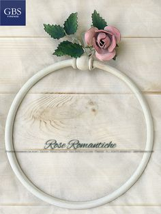 Bagno Rose Romantiche. Portasciugamani ad anello. Colori coordinati e personalizzati. Versione con colori in tempera. Ferro battuto e decorato a mano. Design Renee Danzer. Made in Florence. http://www.gbsfirenze.com/category/bagno-accessori/