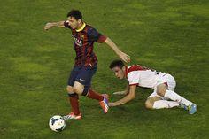 Lionel Messi se va de Saul Niguez