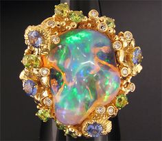 35 ct Ethiopian Opal 18k yellow gold ring