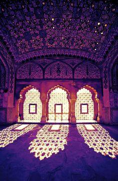 Le fort d'Amber est l'un des plus beaux édifices du Rajasthan avec ses pièces majestueuses. Inde.