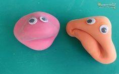 Bienvenidos a El rincón de los peques en Las Manualidades. Hoy les traigo una actividad para niños muy divertida, porque vamos a hacer muñecos con globos y harina que luego se modelan con las manos cambiándoles las expresiones de la cara. De esta forma logramos simpáticos muñecos con caras graciosas, ¡