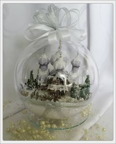 Przepiękna akrylowa bombka z zimowym krajobrazem cerkwi. Jedyna w swoim rodzaju. Dopracowana w każdym najdrobniejszym szczególe. Duża bo aż 15 cm średnicy, będzie prześliczną ozdobą świątecznego...