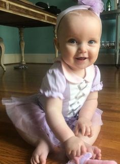 Dress up your little one in Baby Aspen's Fairy Princess Outfit. She's sure to look adorable - just look at this little princess! Princess Photo, Little Princess, Cute Baby Girl, Cute Babies, Baby Aspen, Praying For A Baby, Princess Outfits, Fairy Princesses, Headband Baby