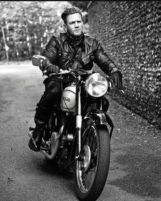 Ewan McGregor, supercool in this photograph :3