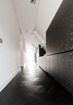 BOB MANDERS | zwarte vloer | Hongaarse punt | parket | donkere houten vloer | Inspiratie BVO Vloeren