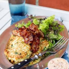 Blomkålsbiffar med bacon och sambalmajonnäs Swedish Recipes, New Recipes, Vegetarian Recipes, Cooking Recipes, Healthy Recipes, Healthy Food, Eat The Rainbow, Bacon, Food And Drink