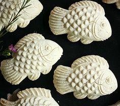 TAPIOCA-COCONUT COOKIE FISH