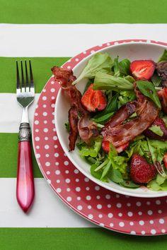 Strawberry salad with chicken liver
