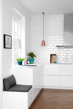 34 Home Decor Trends That Will Rule 2019 Ikea Kitchen, Kitchen Interior, Kitchen Dining, Kitchen Decor, Voxtorp Ikea, Tuile, Cuisines Design, Home Decor Trends, Cool Kitchens