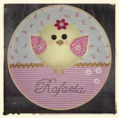 Bastidor porta de maternidade Passarinha by Cath Craft.  Encomendas: www.facebook.com/cathcraft1