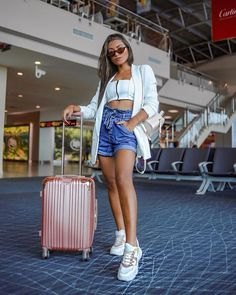 Travel Chic, Travel Style, Moda Aesthetic, Look Short Jeans, Looks Com Short, Look Blazer, Casual Summer Outfits, Denim Skirt, Ideias Fashion