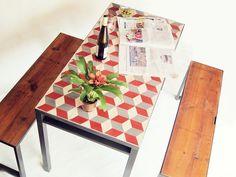 A Manivela – taula+bancs_ conjunt vermut. Mesa con baldosas hidraulicas. #baldosa #hidraulica #escher