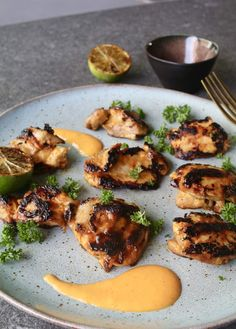 Grilled chicken thighs in mango and lime – Beaufood - Grillen Vegetarian Barbecue, Barbecue Recipes, Barbacoa, Barbeque Sides, Barbecue Ribs, Grilled Chicken Thighs, Chicken Legs, Sushi, Barbecue Chicken