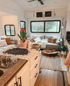 Travel Trailer Decor, Travel Trailer Remodel, Garage To Living Space, Rv Living, Camper Life, Rv Life, Vintage Camper Redo, Tiny House Layout, Rv Homes