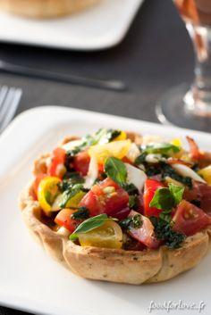 Cette #Salade #Italienne en #Croûte à l'air délicieuse ! Mini Tart, Pie Cake, Salad Bar, Bruschetta, Food Art, Entrees, Tapas, Lunch, Cooking