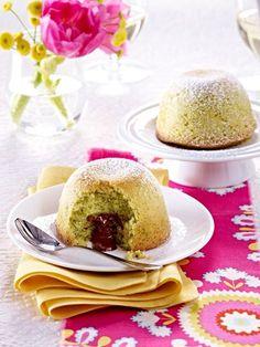 Pistachio Cakes with Chocolate Filling Recipe Pistachio Cake, Self Rising Flour, Chocolate Filling, Mini Cupcakes, Panna Cotta, Cake Recipes, Buffet, Muffins, Pudding