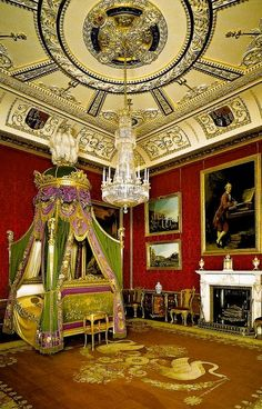 The King's Bed Chamber in the State Apartments Windsor Castle. Humphries Weaving were asked by @HRP_palaces to produce a pure silk lustring, in lilac, for the State Bed hangings.  Lustrings were an important layer on State Beds, as when drawn the bed drapes trapped the heat, in often cold and drafty rooms. #WindsorCastle #bed #silk www.humphriesweaving.co.uk