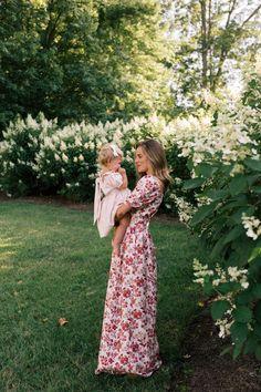 Romantic Floral Maxi Dresses - Julia Berolzheimer Southern Fashion, How To Make Skirt, Beautiful Maxi Dresses, Modern Princess, Gal Meets Glam, Floral Maxi Dress, Dress Brands, Spring Summer Fashion, Romantic