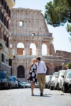 In love in Rome. The Eternal City is the perfect place for a Honeymoon in Italy! Photography by www.andreamatone.com | LivItaly Tours
