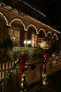 exterior christmas decorating, cottage | ... Bed and Breakfast in Cape May NJ: A Victorian Christmas in Cape May