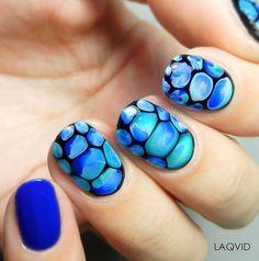 Blobbicure Beach nails by @laqvid