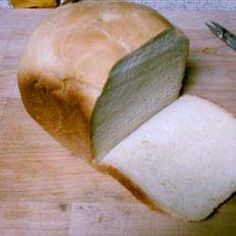 A simple white bread for the bread machine. Dry potato flakes help make the texture soft. Best Bread Machine, Bread Machine Recipes, Bread Recipes, Best White Bread Recipe, Amish White Bread, Instant Mashed Potatoes, Dried Potatoes, Potato Bread, Vegan