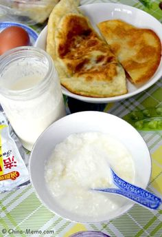 Have you thought about making natural yogurt at home? Here is how my parents make their Chinese homemade yogurt, a healthy resource of calcium which can also help your digestive system. Real Chinese Food, Chinese Breakfast, Authentic Chinese Recipes, Natural Yogurt, Homemade Yogurt, China, Eat, Cooking, Healthy