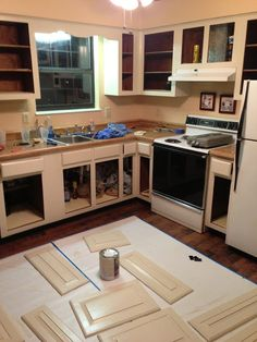 Less-Than-Perfect Life of Bliss: A Fabulous Kitchen Makeover for Under $500 Diy Home Interior, Home Budget, Inside Home, Cabinet Makeover, Diy House Projects, Kitchen Redo, Kitchen Remodel, Kitchen Ideas, Painting Kitchen Cabinets