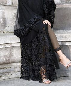 Medium sized flared style sleeves Can be worn closed and open as a kimono Matching hijab included. Abaya Fashion, Muslim Fashion, Fashion Dresses, Muslim Dress, Hijab Dress, Hijab Chic, Modern Abaya, All Black Dresses, Black Abaya