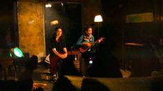 Vecina cantando Ukelele Lady, en la intimidad del Pacha, invitadas por las grosas de Las Fuleras (http://www.myspace.com/fuleras) en su ciclo Pachan'guea Vec...