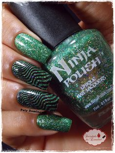 Tree of Lights - Ninja Polish carimbado com DRK-C #ninjapolish #esmaltadasdapatydomingues #drknails #carimbada