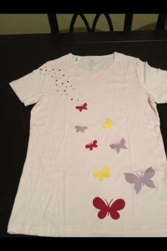 Camiseta mariposas hecha con rodilleras de colores