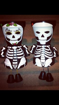Flower Pot Art, Clay Flower Pots, Flower Pot Crafts, Clay Pots, Halloween Clay, Halloween Skeletons, Halloween Crafts, Chucky Halloween, Flower Pot People