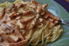 Spagetti med kasslersås - Du i Fokus Pasta Med Bacon, 300 Calorie Lunches, Cooking Recipes, Healthy Recipes, I Love Food, Food Inspiration, Food And Drink, Favorite Recipes, Dinner