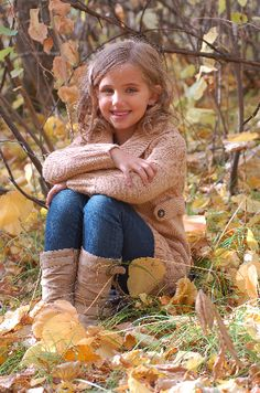 Little girl poses Little Girl Photography, Children Photography Poses, Toddler Photography, Autumn Photography, Macro Photography, Landscape Photography, Photography Ideas, Fall Family Pictures, Fall Photos