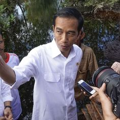 Joko Widodo has pledged to halt the illegal clearing for palm oil plantations that is devastating the remote rainforests of Sumatra after responding to a petition to come and see the damage for himself. Rainforests, New President, Power To The People, Joko, Environmental Issues, Palm Oil, Worlds Of Fun, Presidents, Remote