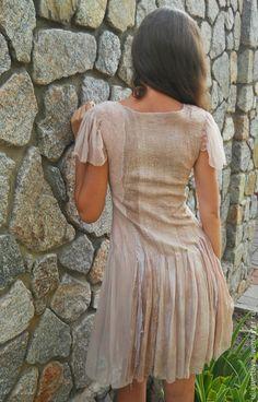 Купить или заказать Платье 'Пудровые лепестки' нунофелтинг в интернет-магазине на Ярмарке Мастеров. Очень нежное платье, как по цвету, так и по тактильным ощущениям. Создано в технике нунофелтинг из шелков 5 видов и щепотки шерсти. Окраска шелка вручную в бежевые, пудровые, бежево-розовые цвета, цвет какао и пыльной розы. Захотелось именно такую гамму оттенков. Было интересно смешивать красители для получения необходимых оттенков, все, как и в живописи.