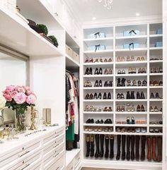 sapateiras-dicas-arquitetura Organizing Walk In Closet, Closet Shoe Storage, Closet Organization, Closet Shelves, Organization Ideas, Walking Closet, Walk In Closet Design, Closet Designs, Organiser Son Dressing