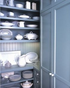 White china + wedgewood blue paint    Could easily do this since my everyday dishes are all white by wedgewood.